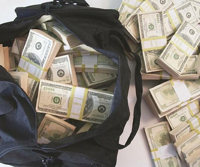 500K Prop Money Filled Duffel Bag