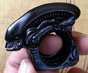 Xenomorph Brass Knuckles Ring