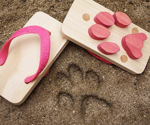 c6ed465baeb40 Animal Footprint Sandals