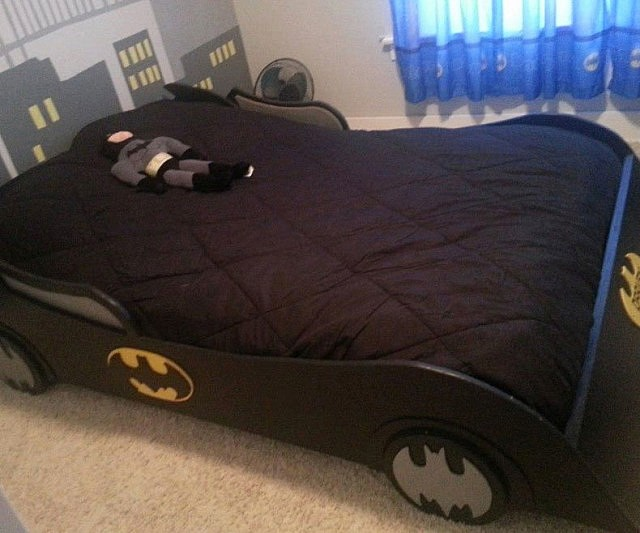 batman themed bed 10189 | batman room furniture 640x533