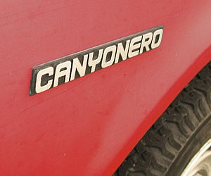Canyonero SUV Emblem