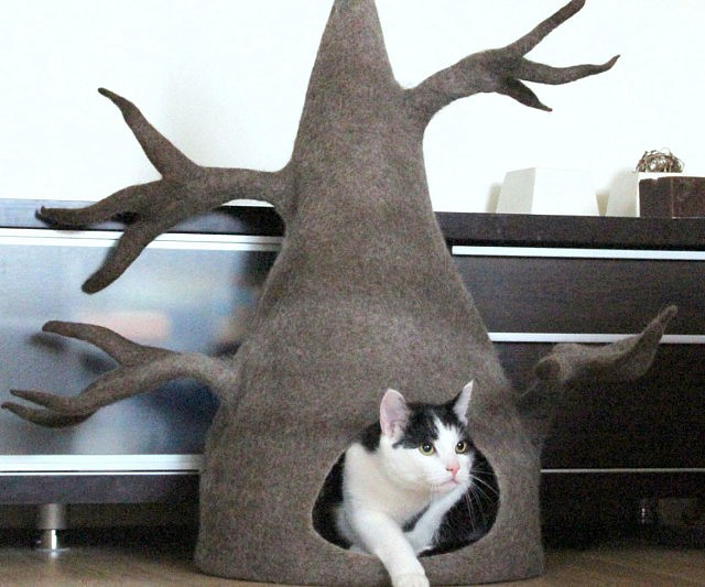 Cat Bed - This company makes cardboard tanks houses and planes for cats and theyre perfect