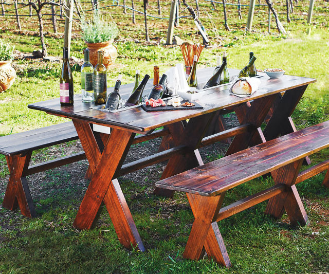 Amazing Chilling Trough Picnic Table