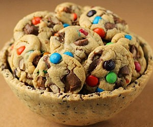 Chocolate Chip Cookie Serving Bowl