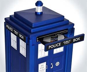Doctor Who TARDIS Computer & Cardboard TARDIS Cat House