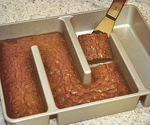 Edge Only Brownie Pan
