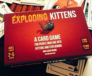 how to play exploding kittens card game