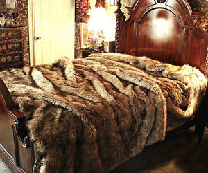Good Faux Wolf Fur Bedspread
