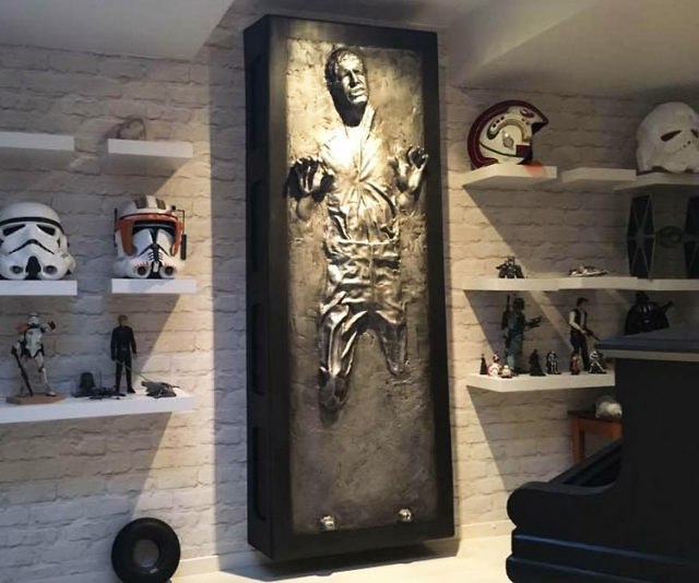 Fabulous Life Size Han Solo Tred In Carbonite