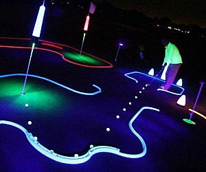 Glow In The Dark Mini Golf Kit