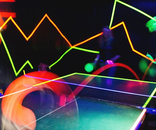 & Glow In The Dark Ping Pong Set