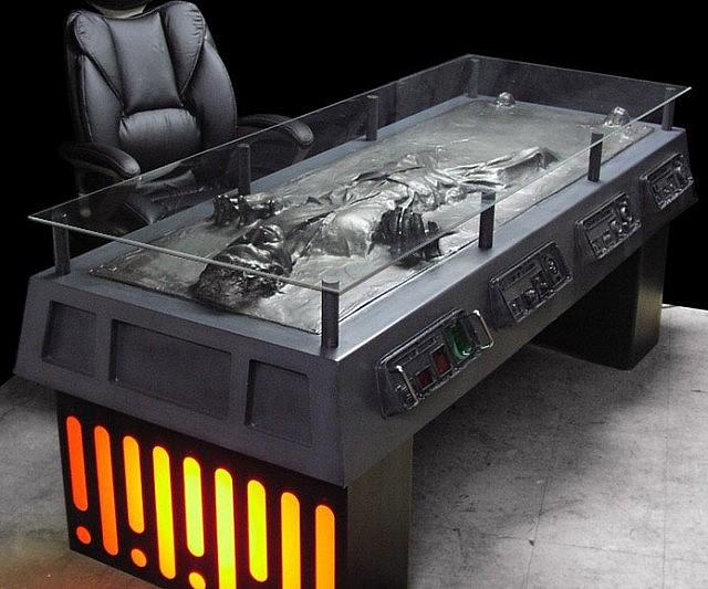 han-solo-frozen-in-carbonite-desk-640x533.jpg