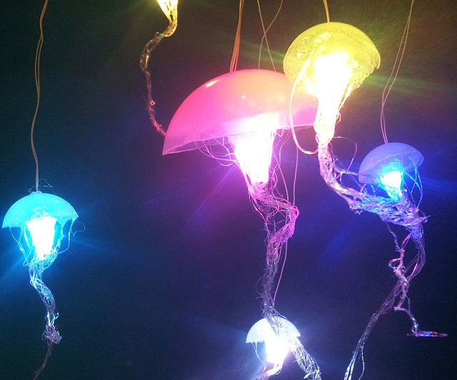 Spectacular Hanging Jellyfish Lamps