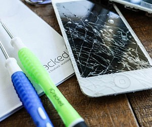 Cracked iPhone Screen Repa...