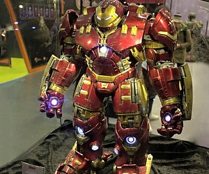 Iron Man Hulkbuster Figure