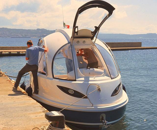 Jet Capsule Mini Luxury Yacht