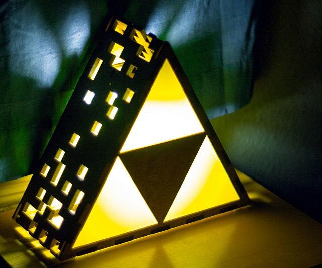 Amazing Zelda Triforce Lamp