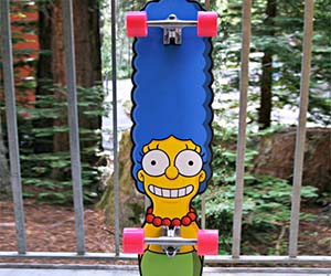 Marge Simpson Skateboard D...