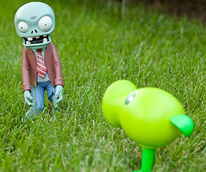 Plants Vs. Zombies Lawn Or...