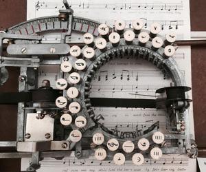 Retro Typewriter Style Keyboard