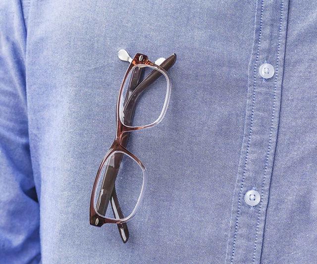 Magnetic eyeglass reading glasses holder for women