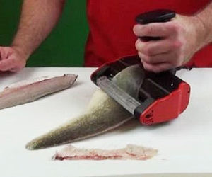 Electric fish skinner buzzfeed for Skinzit fish cleaner