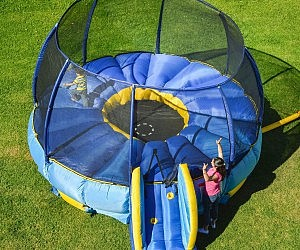 Superdome Tr&oline And Bouncer & Trampoline Blanket Cover