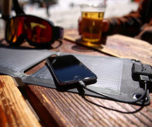 COOL GADGET# ULTRA LIGHT SOLAR CHARGER