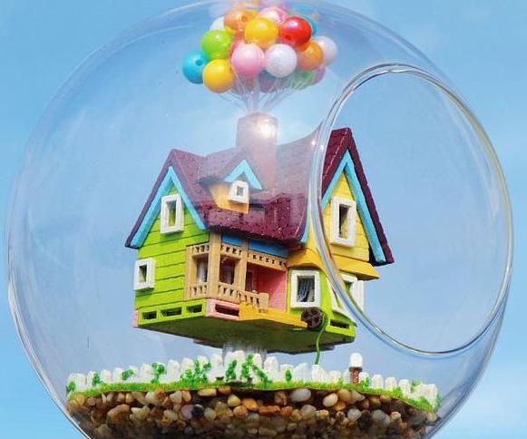 Up House Hanging Glass Terrarium Kit