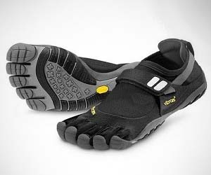 Vibram Five Fingers Feet S...