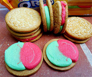 Watermelon Oreo Cookies