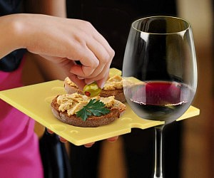 Wine Holding Party Plates